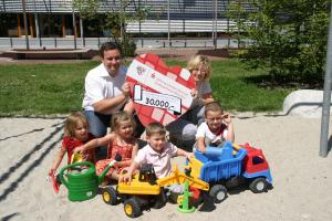 Scheckübergabe Stiftung Soziales München an Hilfe für Kids