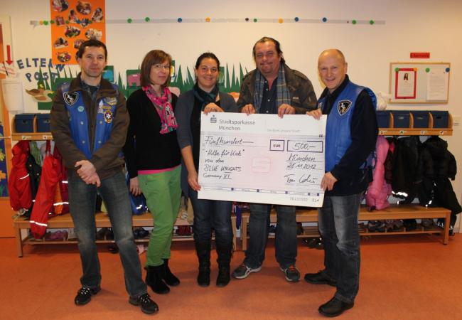 Scheckübergabe der Blue Knights an Hilfe für Kids mit Schirmherr Andreas Giebel