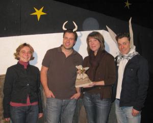 Spendenübergabe Theater Heppel + Ettlich aus Weihnachtskrippenspiel an Hilfe für Kids