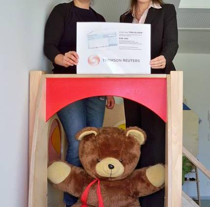 Scheckübergabe Thomson Reuters an Hilfe für Kids bei den Nordstern KIDDIES