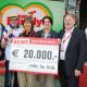 Scheckübergabe REWE Familyfest an Hilfe für Kids auf der Theresienwiese in München