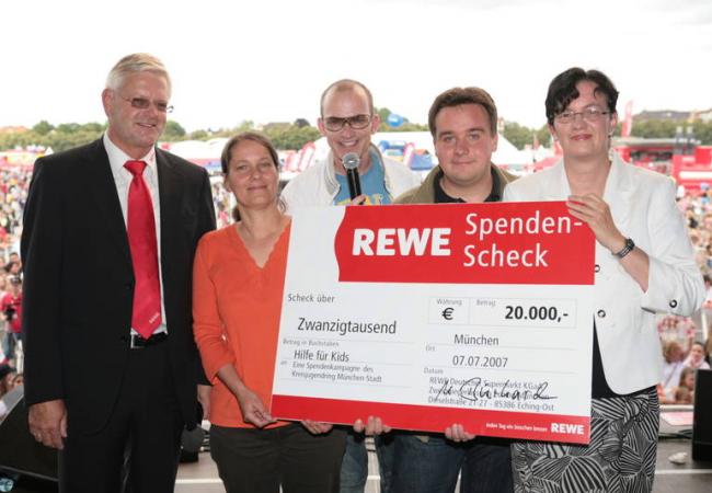 Scheckübergabe REWE Family an Hilfe für Kids