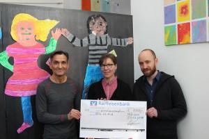 Scheckübergabe Peter Lutzenberger an Hilfe für Kids
