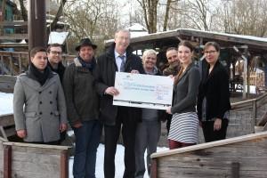 Scheckübergabe Münchner Hypothekenbank an Hilfe für Kids mit Schirmherr Andreas Giebel