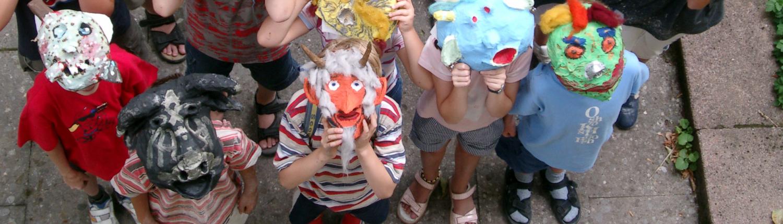 Hilfe für Kids - Maskenbau im Kreativkurs