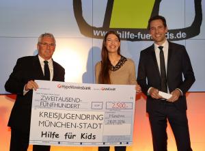Scheckübergabe Rolls Royce an Hilfe für Kids